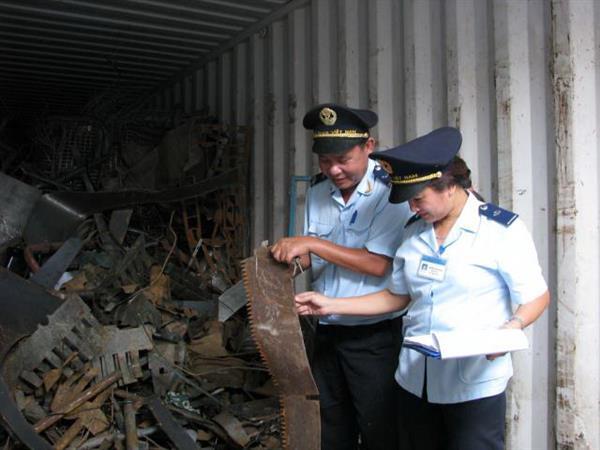 Phế liệu nhập khẩu bắt buộc phải lấy mẫu kiểm định